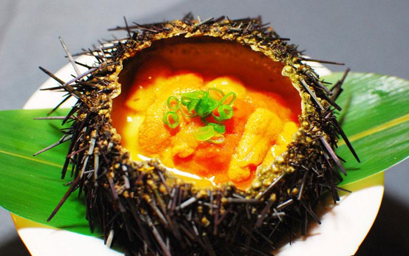 Блюдо из морского ежа во Вьетнаме