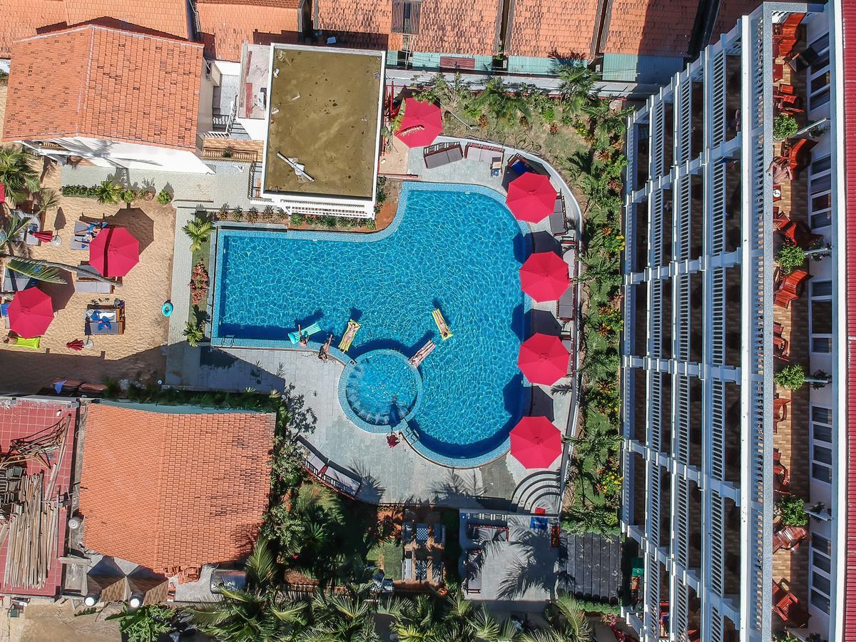 Территория отеля Phuong Binh House