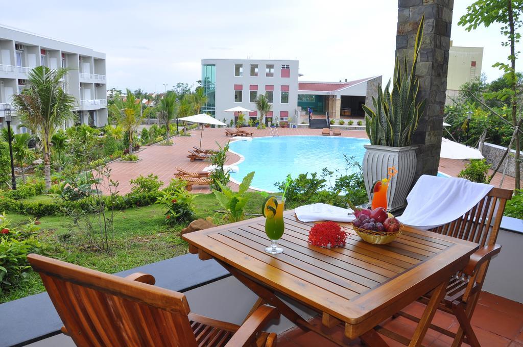 Завтраки в отеле Hoa Binh Hotel 4*