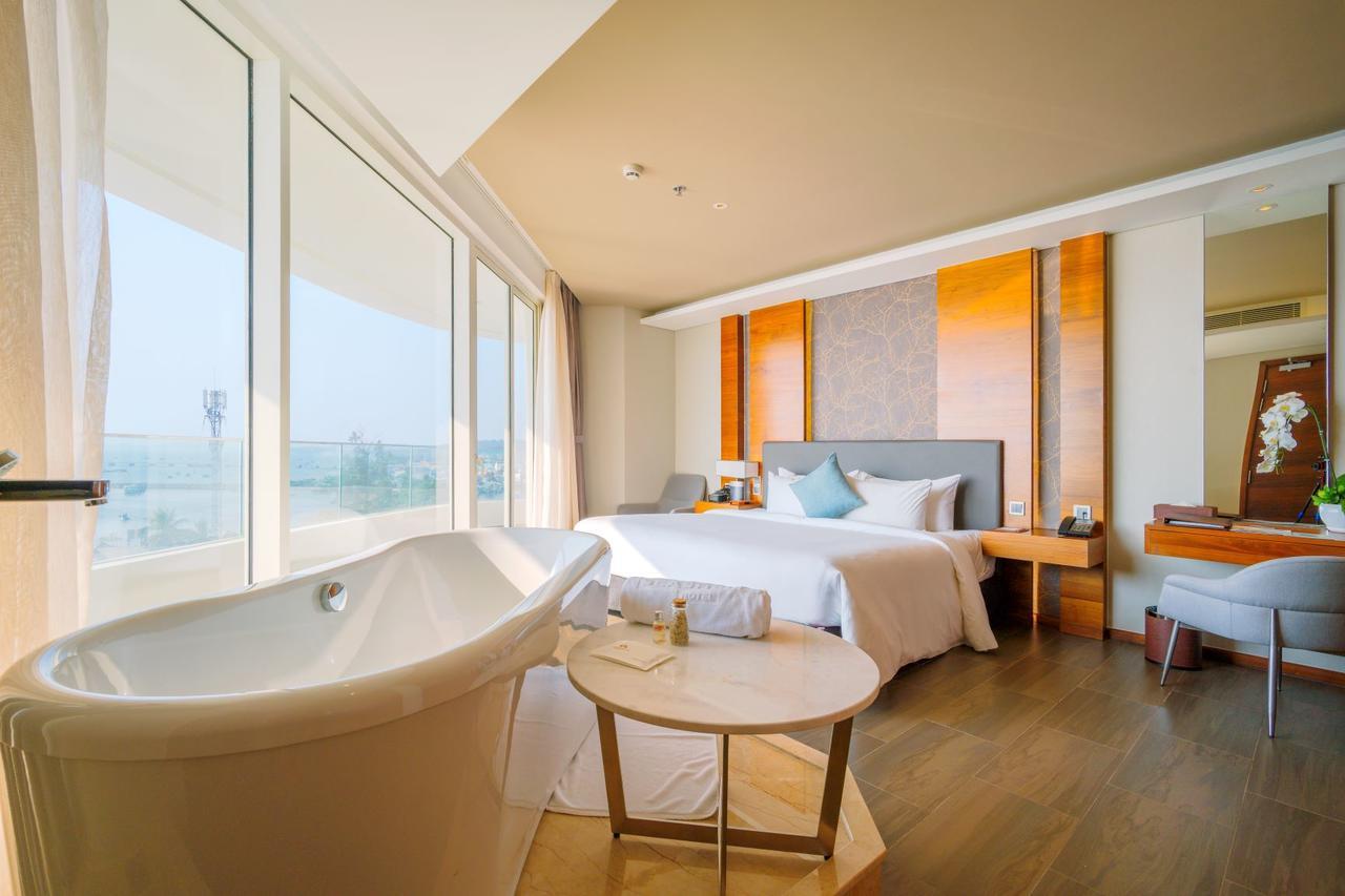 Отель Seashells Phu Quoc Hotel & Spa 5* на Фукуоке с ванной в комнате