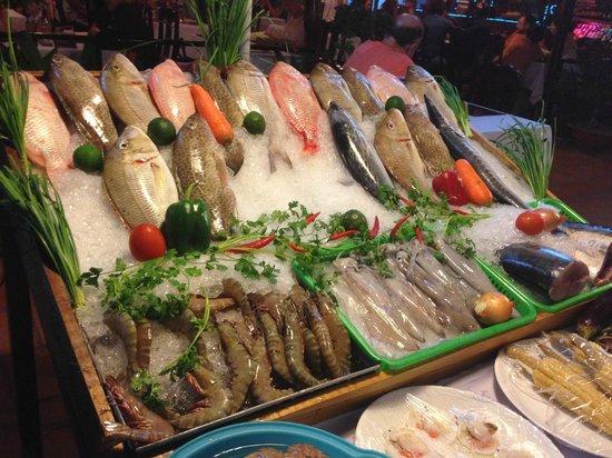 Морепродукты в ресторане Hai Nam Restaurant на Фукуоке