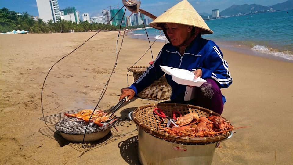 Можно ли покупать морепродукты на пляже во Вьетнаме