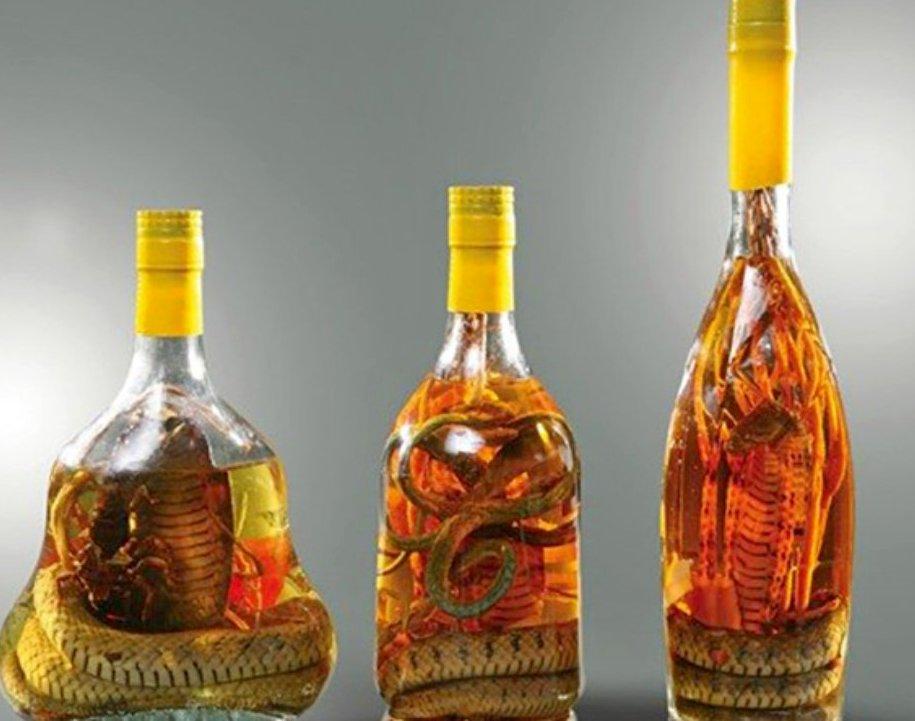 Вьетнамские спиртовые настойки со змеей и скорпионом